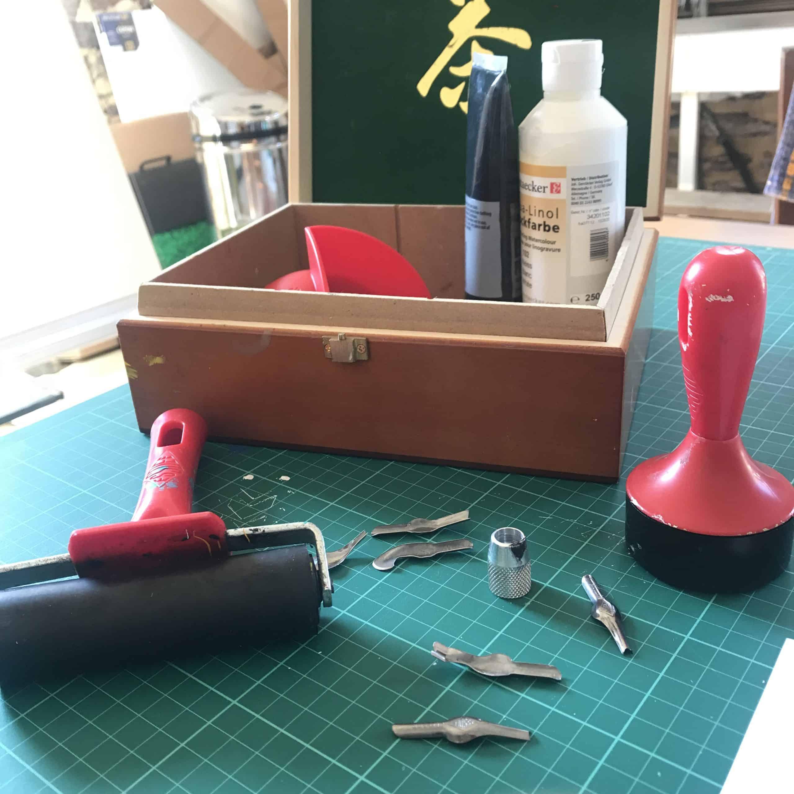 Rouleau rayer, gouges et encres à linogravure