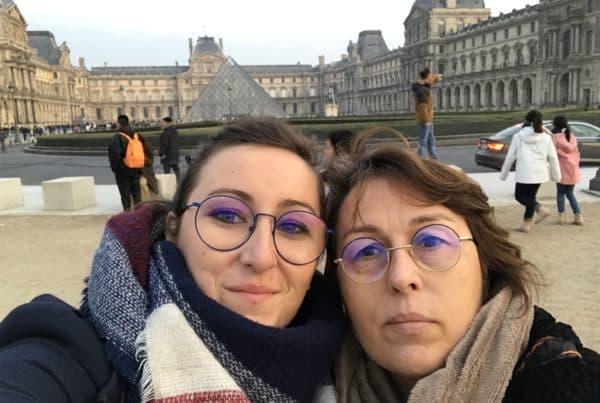 Mère Fille Le Louvre - Paris
